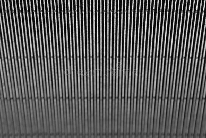 Fundo listrado escuro minimalistic abstrato com linhas verticais e encabeçamento imagem de stock
