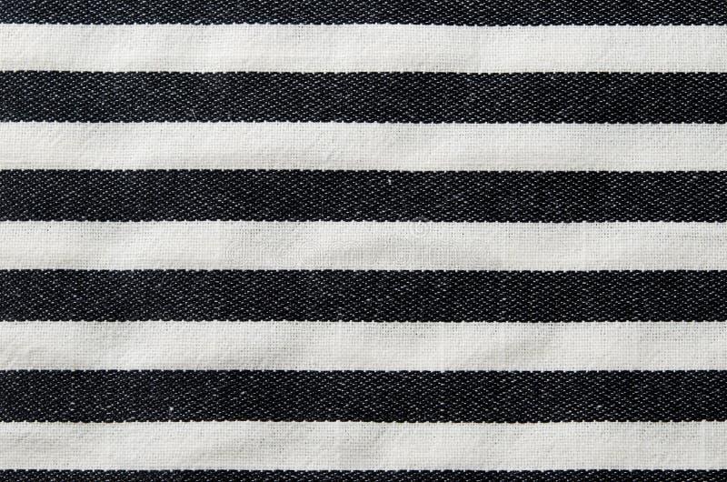 Fundo listrado preto e branco de matéria têxtil imagem de stock royalty free