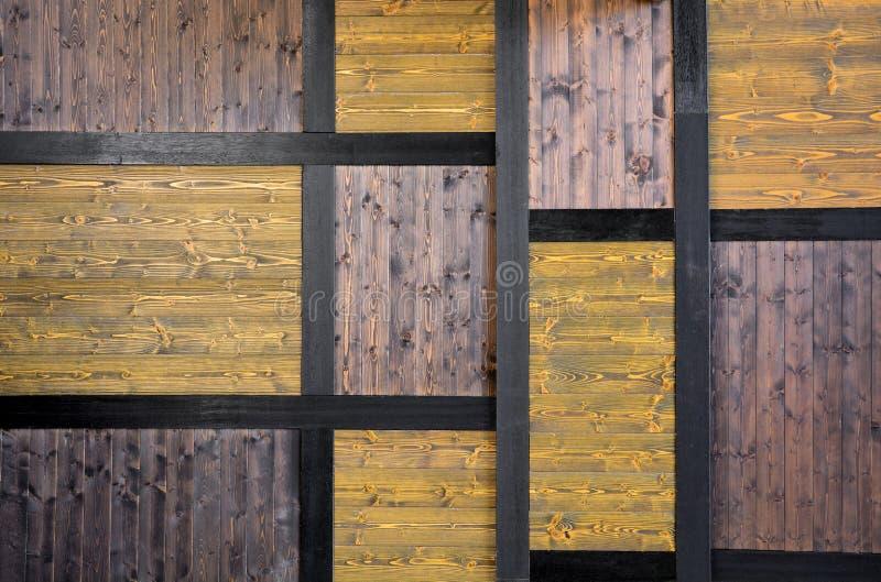 Fundo lombar de cor amarela e castanha escura, fundo de textura de madeira de pinho do Japão antigo, estilo japonês fotografia de stock