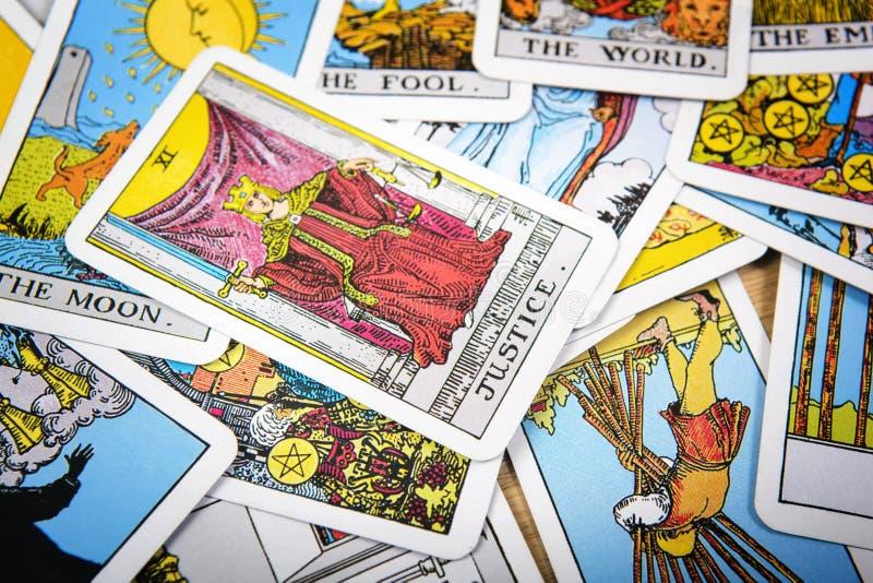 Fundo místico dos cartões de tarô Justiça superior do cartão foto de stock royalty free