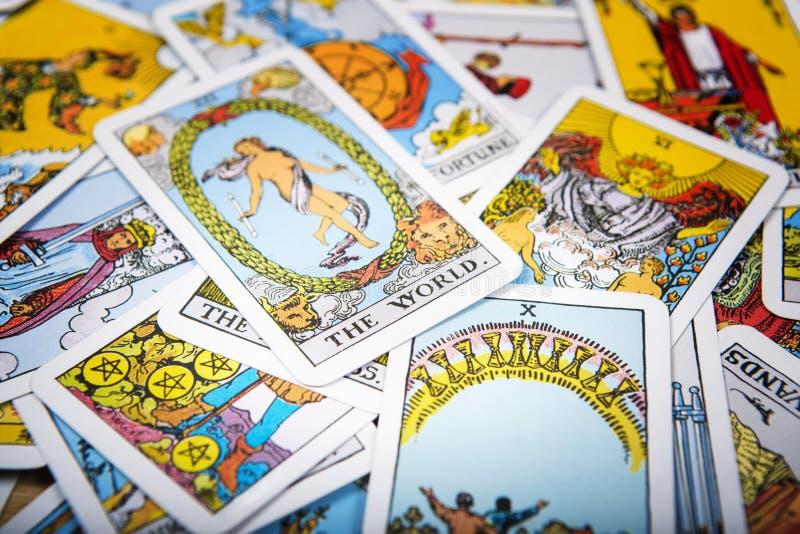 Fundo místico dos cartões de tarô Mundo superior do cartão imagens de stock