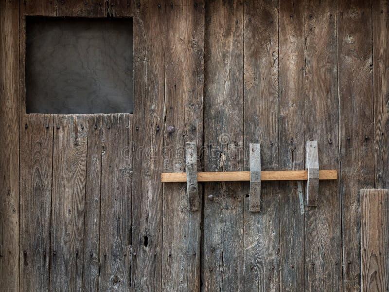Fundo marrom de madeira velho da porta fotos de stock royalty free