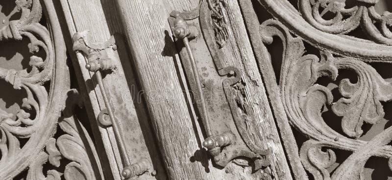 Fundo medieval de madeira e do metal da arte do vintage da porta foto de stock royalty free
