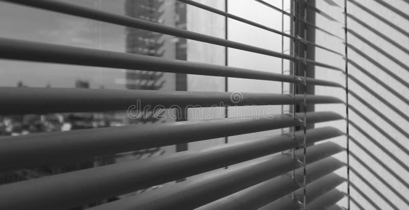 Fundo metálico cinzento dos sunblinds do jalusie da janela imagens de stock royalty free