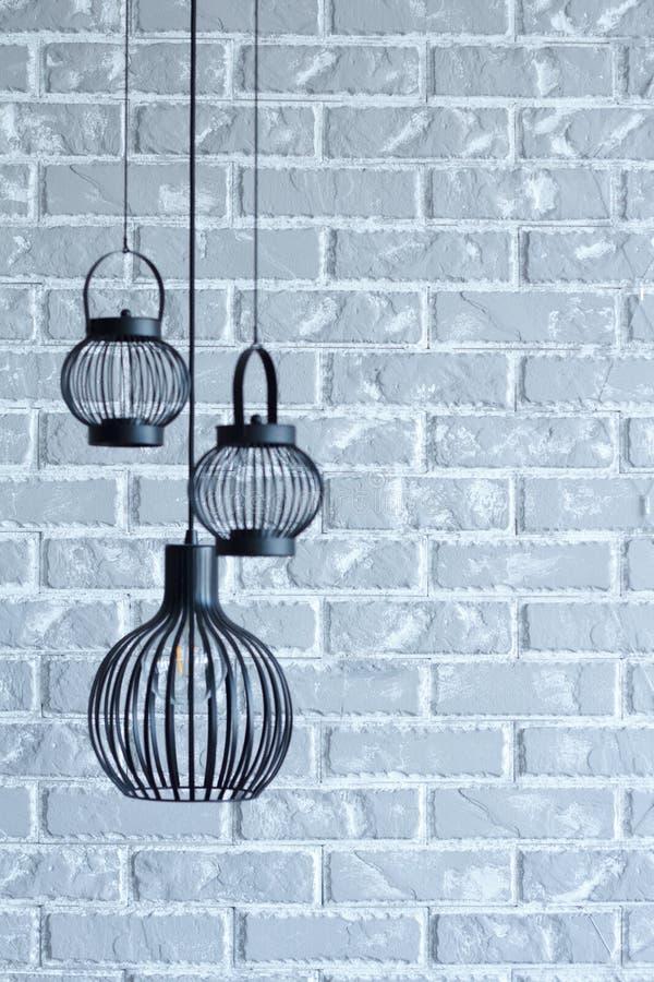 Fundo moderno interior vazio do conceito da lâmpada da decoração de parede de tijolo, o decorativo e o cinzento para o escrit imagem de stock