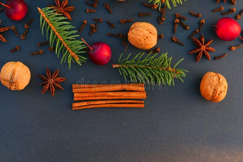 Fundo natural da beira da decoração do Natal imagem de stock royalty free