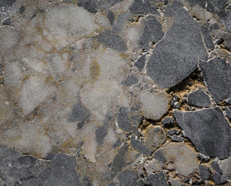 Fundo ou textura abstrata de uma pedra em uma seção de uma máscara cinzenta e azul Material natural e contínuo imagens de stock