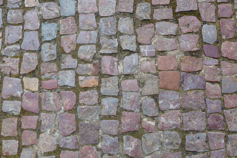 Fundo ou textura cobblestoned do pavimento do granito de pedra Fundo abstrato do close-up velho do pavimento da pedra em Praga fotografia de stock royalty free