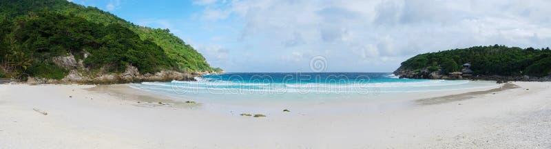 Fundo panorâmico da praia tropical em Koh Racha imagem de stock