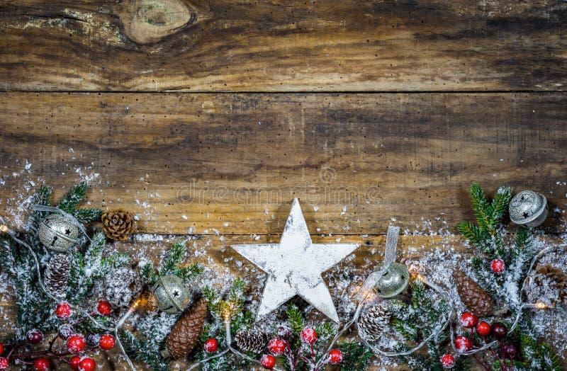 Fundo para o Natal com a estrela de madeira branca foto de stock royalty free