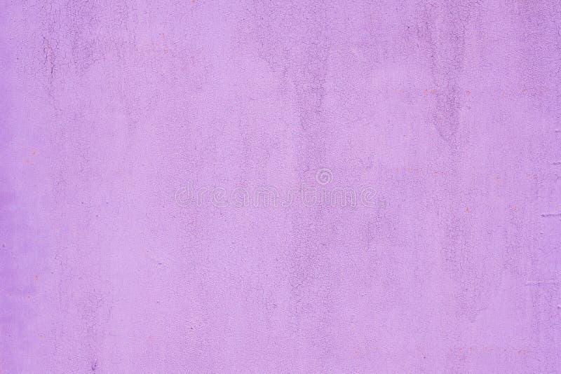 Fundo pintado violeta da textura da parede fotos de stock royalty free