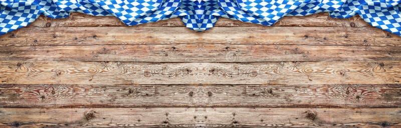 Fundo rústico para Oktoberfest com bandeira bávara fotografia de stock royalty free