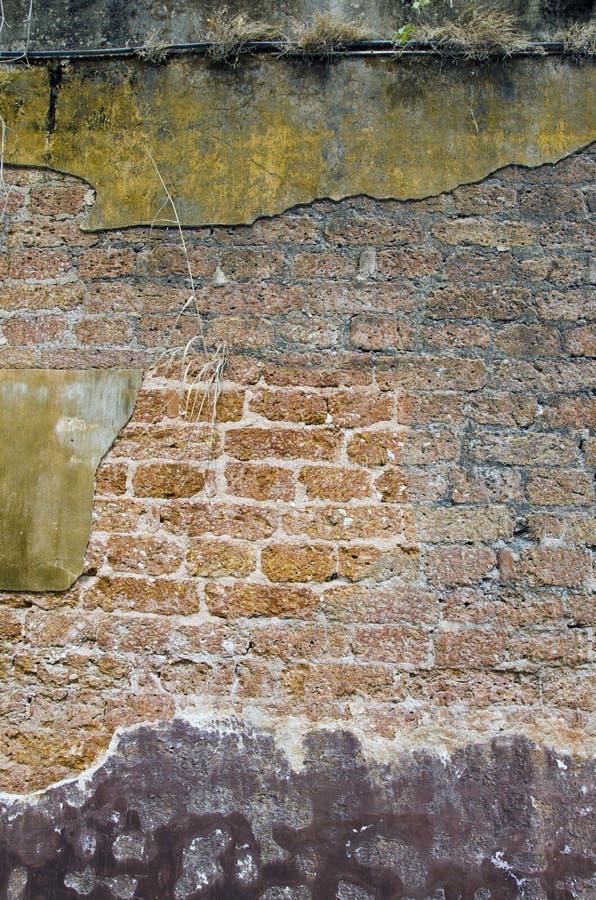 Fundo rachado velho da parede de tijolo do grunge fotografia de stock royalty free