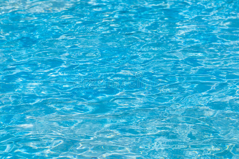 Fundo rippled da água azul na piscina fotos de stock royalty free