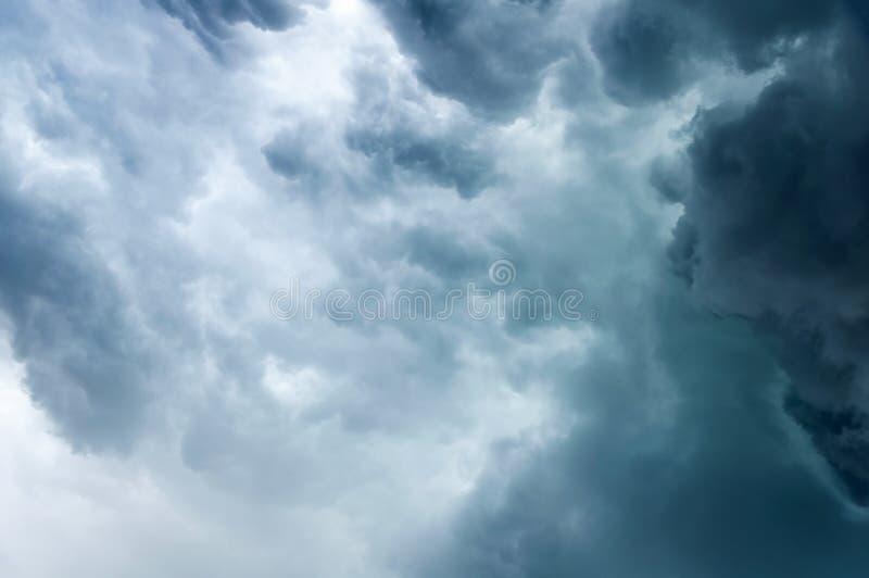 Fundo sombrio das nuvens Cloudscape dram?tico foto de stock