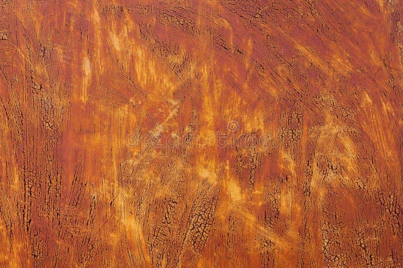 Fundo Textured de uma pintura amarela desvanecida com quebras oxidadas no metal oxidado Textura do Grunge de um metal rachado vel imagens de stock