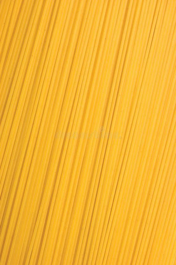Fundo tradicional do close up da massa dos espaguetes, grande tiro macro vertical detalhado do estúdio imagem de stock
