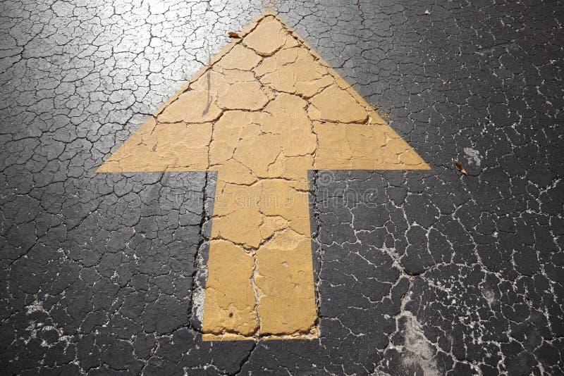 Fundo velho da estrada - superfície do fim rachado cinzento da textura do asfalto acima, rua da cidade de Miami asfalto rachado p foto de stock