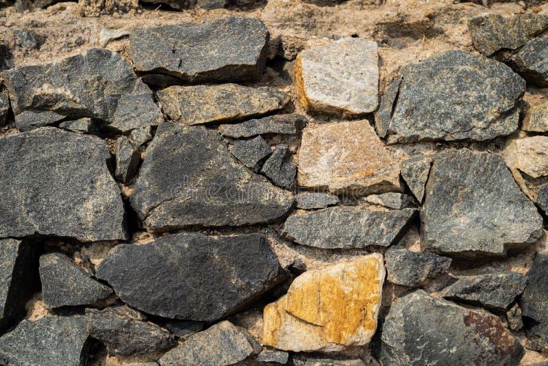 Fundo velho da textura da parede de pedra do castelo na perspectiva fotografia de stock