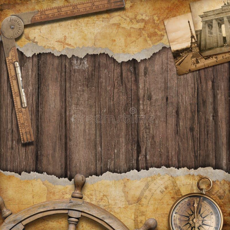 Fundo velho do mapa com compasso Conceito da aventura e do curso imagens de stock