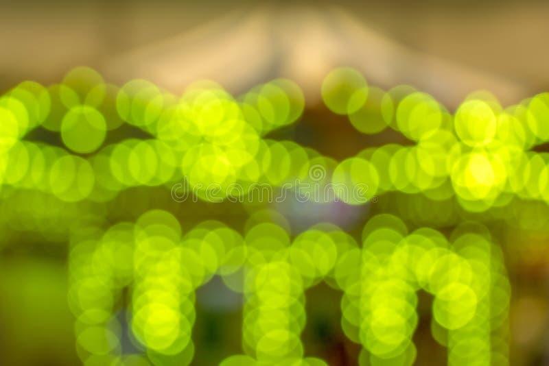 Fundo verde de Bokeh, luz do carrossel imagem de stock