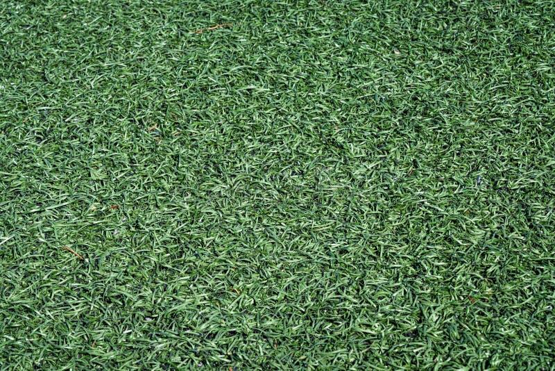 Fundo verde Textured do relvado artificial, fim do campo de futebol acima imagens de stock