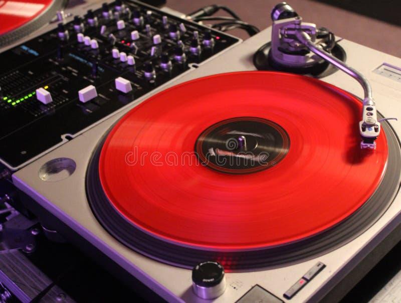 Fundo vermelho do DJ do registro de vinil fotos de stock royalty free