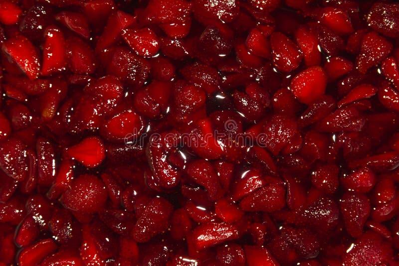 Fundo vermelho fresco de frutos cutted da morango fotografia de stock royalty free