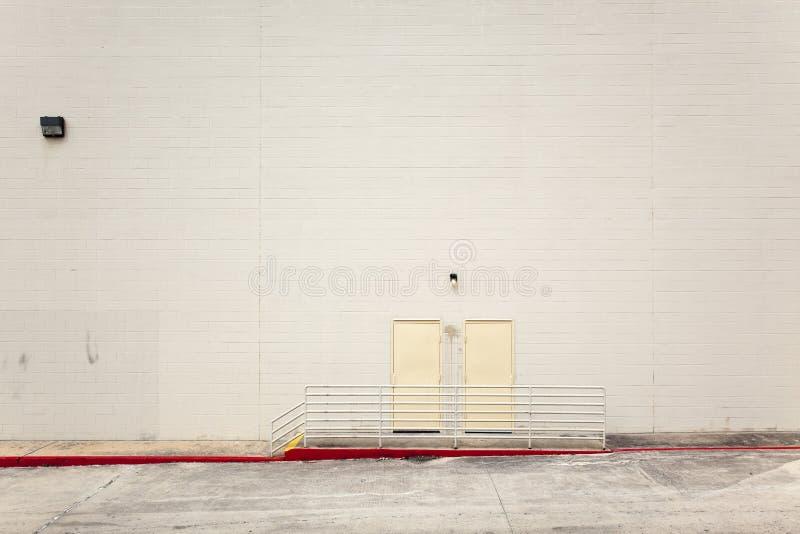 Fundos - parede urbana em branco imagens de stock royalty free