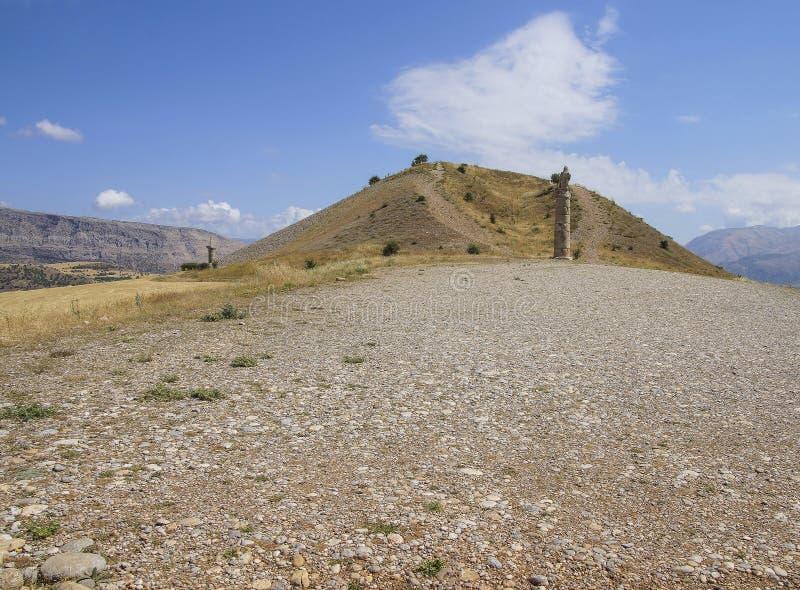 Funerary kolommen en tumulushoop in Karakus royalty-vrije stock foto's