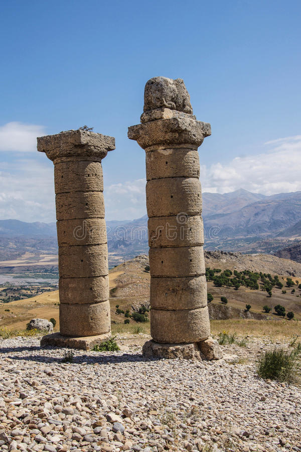 Funerary kolommen in Karakus royalty-vrije stock fotografie