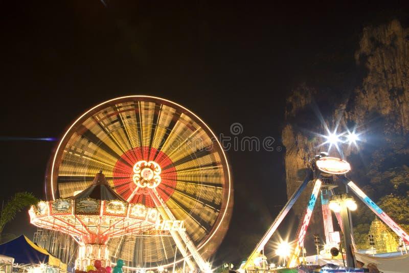 Funfair en la noche foto de archivo