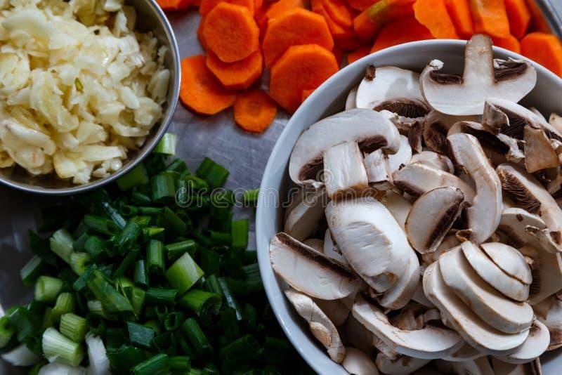 Funghi e verdure freschi del taglio fotografia stock