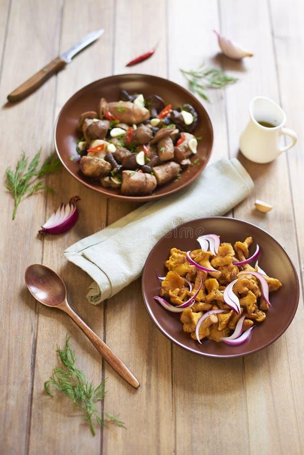 Funghi marinati con le spezie fotografia stock