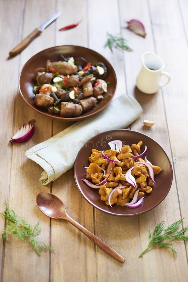 Funghi marinati con le spezie fotografia stock libera da diritti