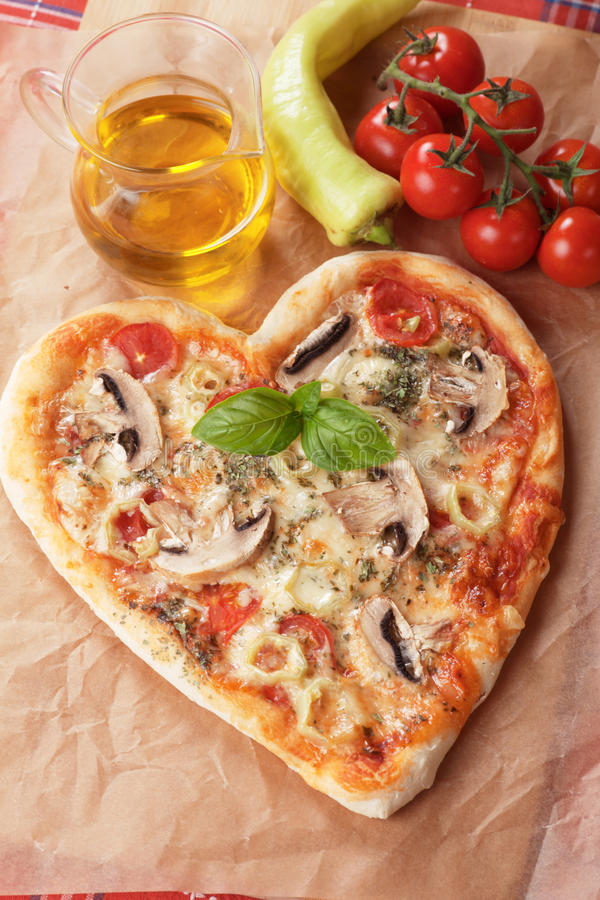 Free Funghi Pizza With Hot Peppers Royalty Free Stock Photos - 43757268