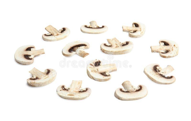 Funghi tagliati come strato per pizza su bianco fotografie stock libere da diritti