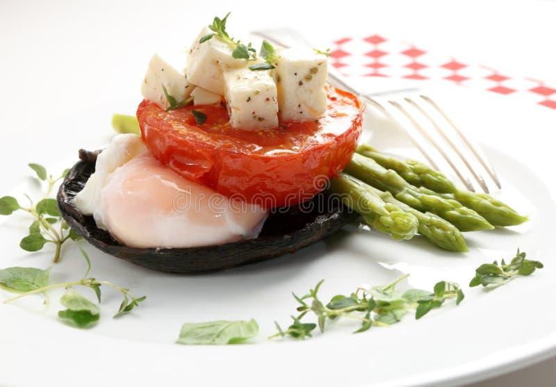 Fungo, uovo, pomodoro ed asparago immagine stock libera da diritti