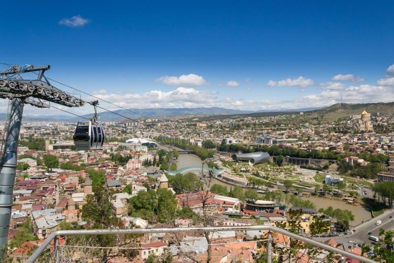 Funiculaire au-dessus de la ville de Tbilisi georgia photos stock
