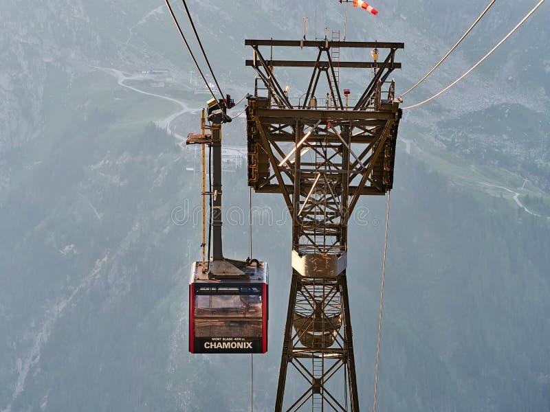 Funiculaire d'Aiguille du Midi pendant l'été, Chamonix, France images stock