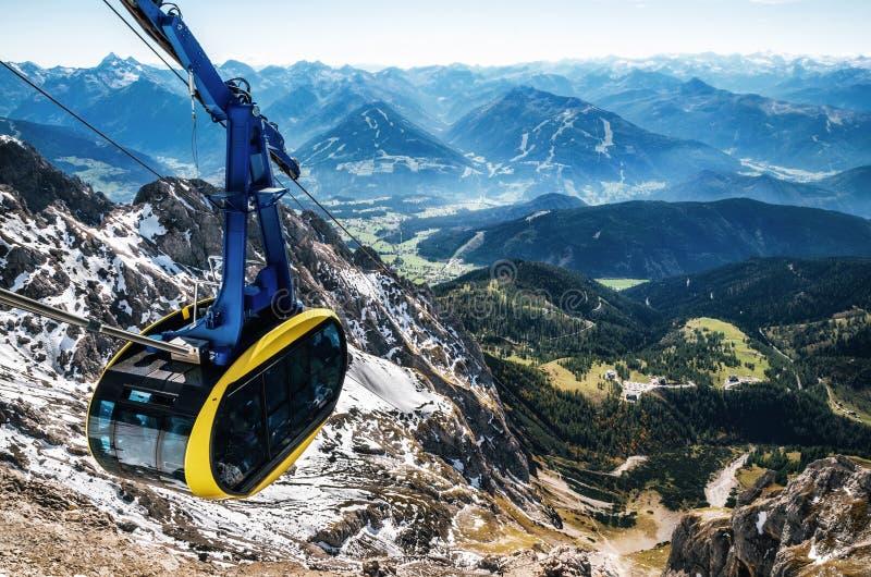 Funiculaire dans les Alpes autrichiens image libre de droits