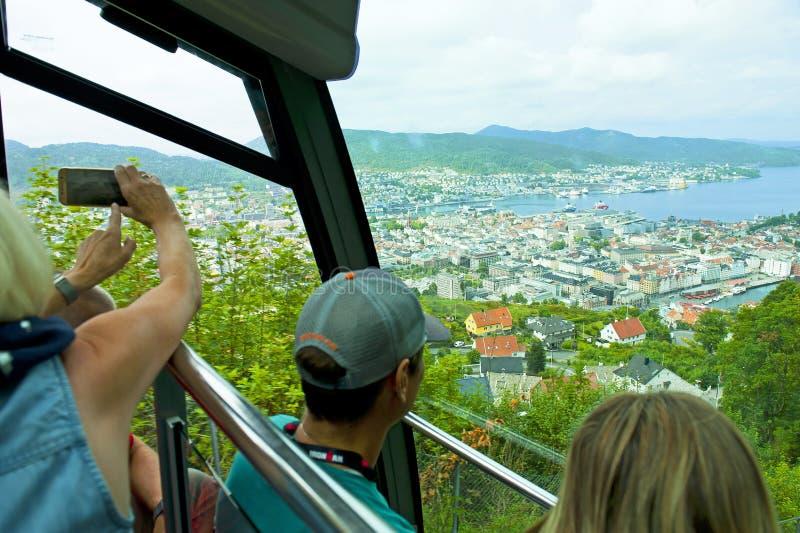 Funiculaire sur le bâti Floyen à Bergen, Norvège photo libre de droits