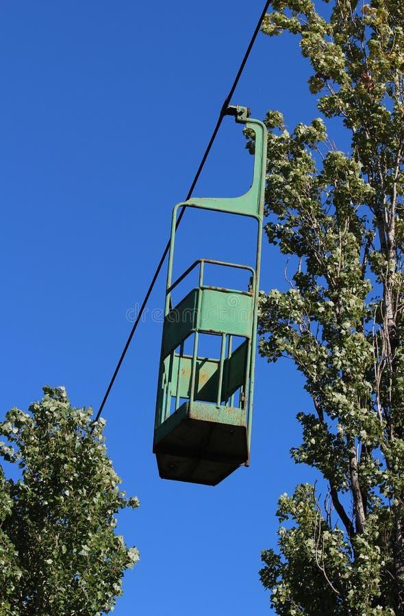 funicular Teleférico viejo con un remonte, que están no más de trabajo y oxidados Muy peligroso Conecte una porción de la ciudad  foto de archivo