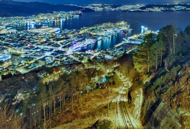 Funicular w nocy mieście. Floibanen, Bergen, Nie zdjęcie royalty free