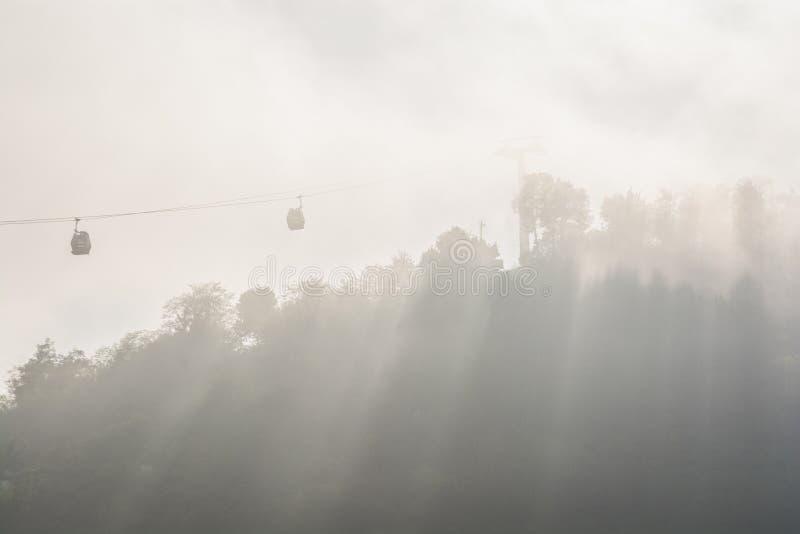 Funikulär im Nebel in der türkischen Stadt Ordu durch das Schwarze Meer, Asien stockbilder