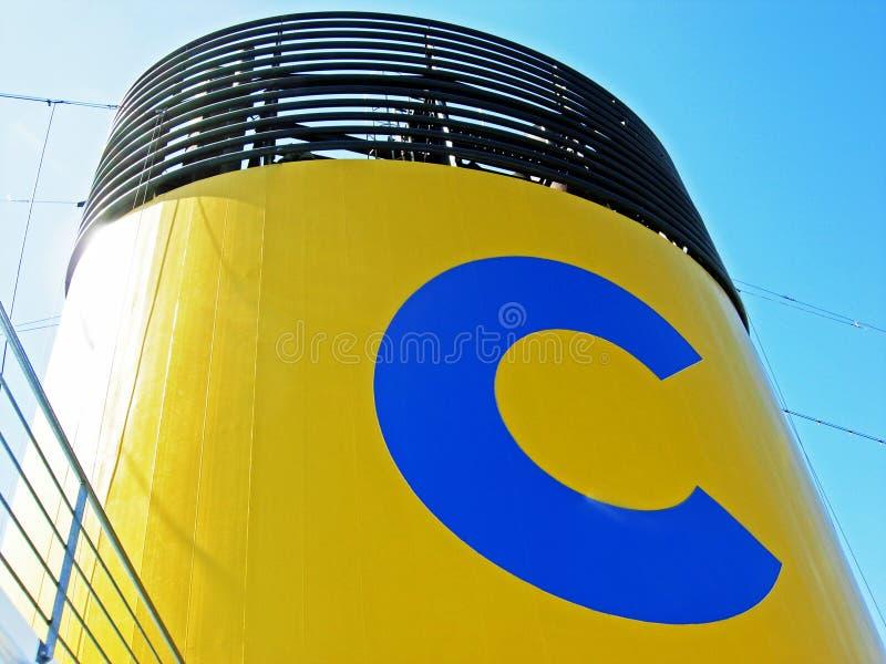 Funil de um navio de cruzeiros de Costa Cruises foto de stock