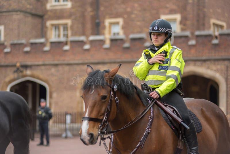 Funkcjonariusz policji na koniu w Londyn obraz royalty free