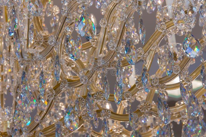 Funkelnde Nahaufnahme des Chrystal-Glanz-Leuchters stockbild