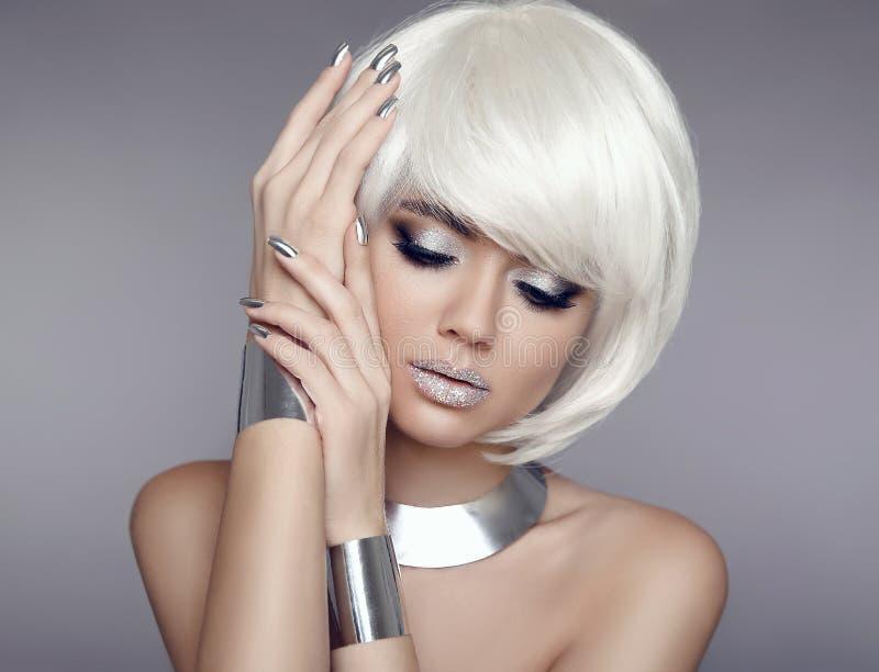Funkelnmake-up Bob-Haar Schönheits-Porträt des blonden Modells mit SH stockfoto