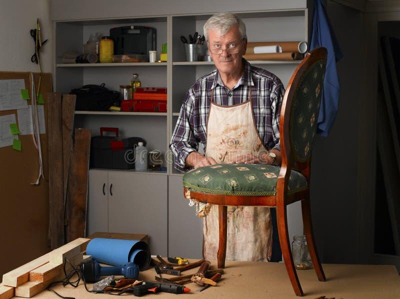 Funktion des älteren Mannes stockbilder